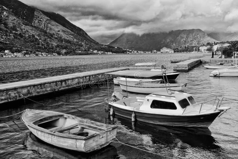 Download Шлюпки в заливе Kotor, Черногории Стоковое Изображение - изображение насчитывающей взгляд, городок: 40578037
