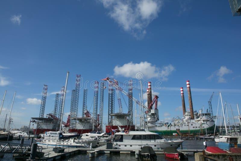 Шлюпки в порте Амстердама стоковое изображение