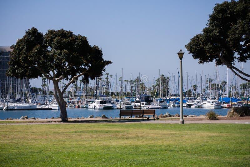 Шлюпки и гавань в Сан-Диего, Калифорнии стоковое фото
