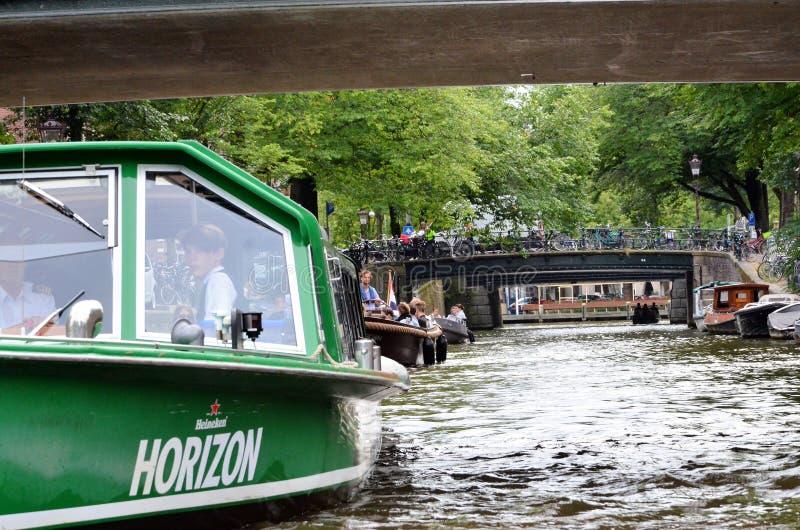 Шлюпки круиза в Амстердаме стоковое фото