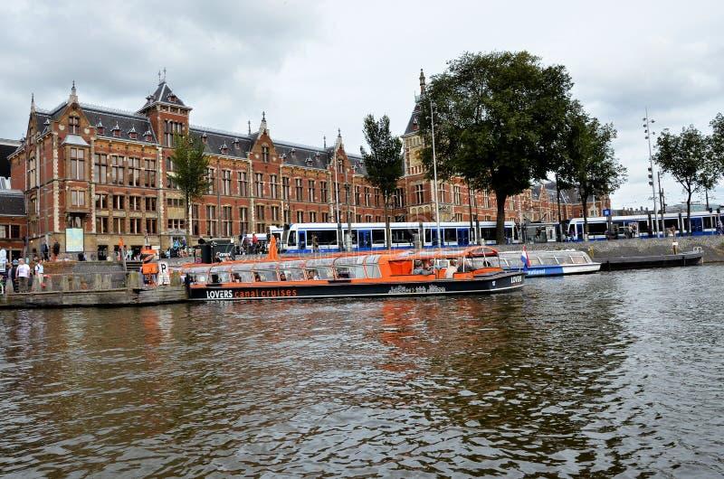 Шлюпки круиза в Амстердаме стоковое фото rf