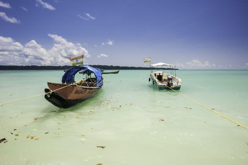 Шлюпки на море стоковая фотография rf