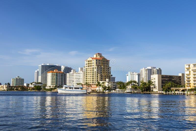 Шлюпки на домах портового района в Fort Lauderdale стоковые фото