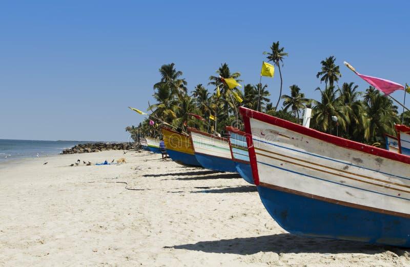 Шлюпки на пляже стоковая фотография
