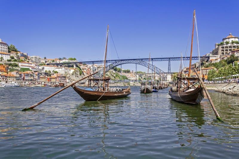 Шлюпки Порту - Rabelo, мост D. Луис Я, Ribeira стоковая фотография rf