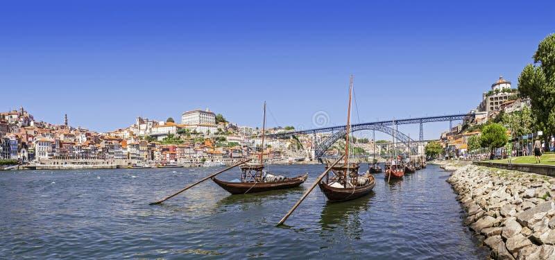 Шлюпки Порту - Rabelo, мост D. Луис, Ribeira стоковое изображение rf