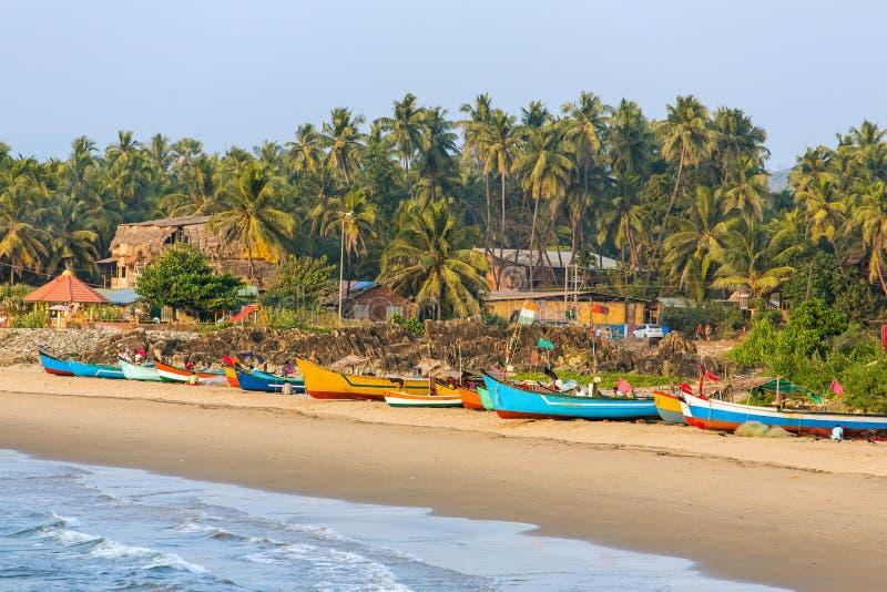 Шлюпки рыболова на Gokarna приставают к берегу в Индии стоковое изображение rf