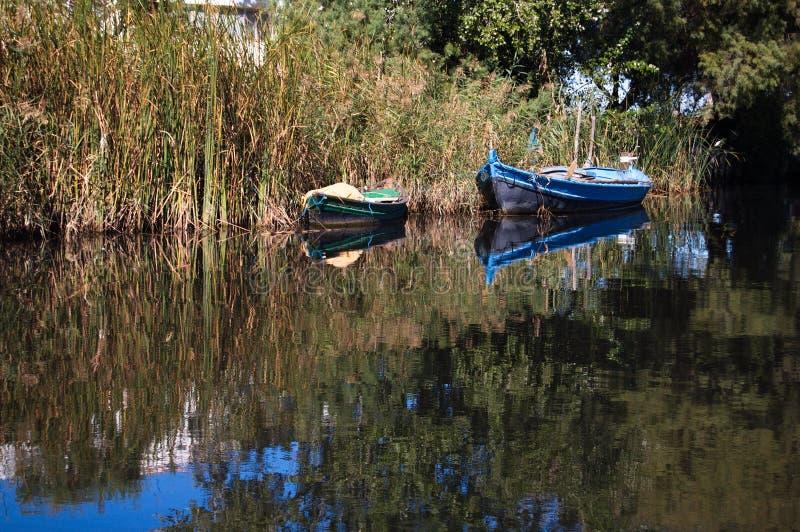 Download Шлюпки стоковое изображение. изображение насчитывающей вода - 33726505