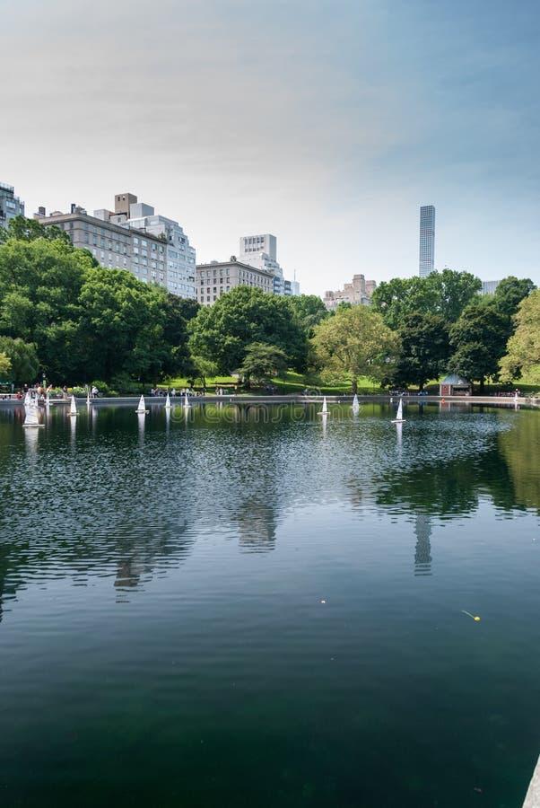 Шлюпки RC в озере Central Park стоковое фото