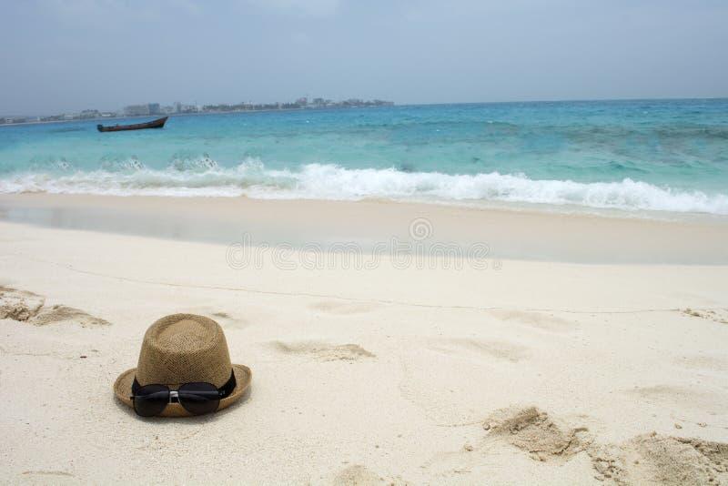 Шляпа и солнечные очки лета стоковая фотография rf