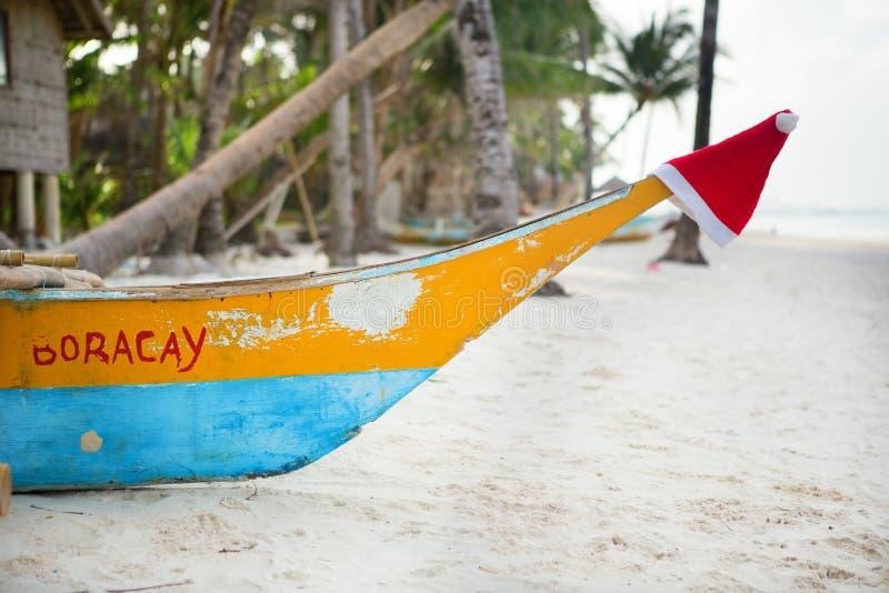 Шляпа Санты на носе шлюпки на Boracay стоковая фотография