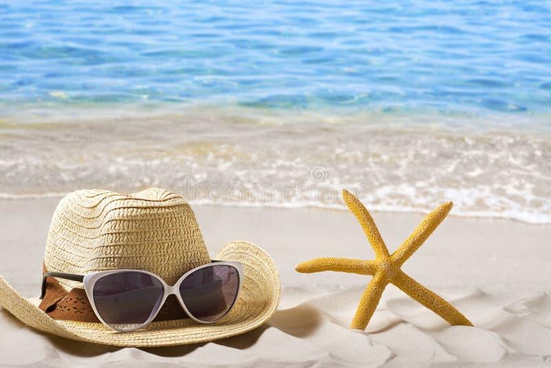 Шляпы на песке стоковое фото rf