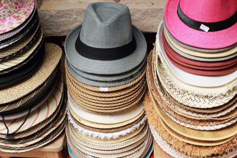 Download Шляпы для продажи на рынке стоковое фото. изображение насчитывающей группа - 37926102