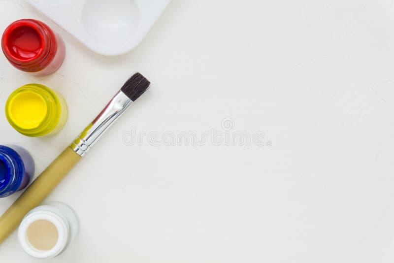 Щетка и краски художника стоковое изображение rf