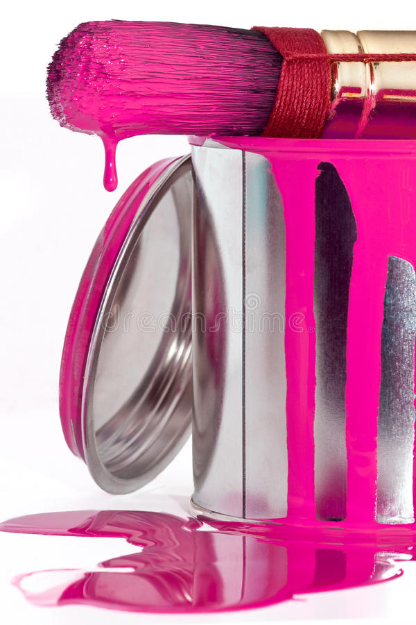 щетка может изолированная капанием белизна краски стоковые изображения rf