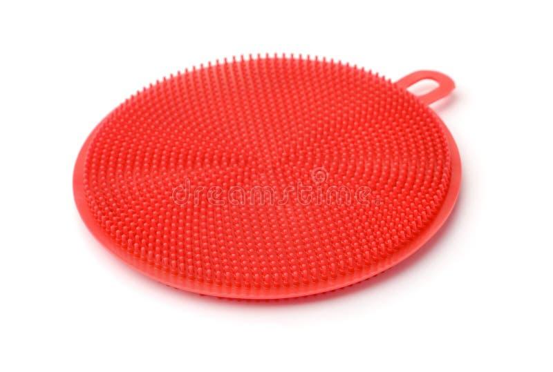 Щетка стирки блюда силикона красная стоковое фото rf