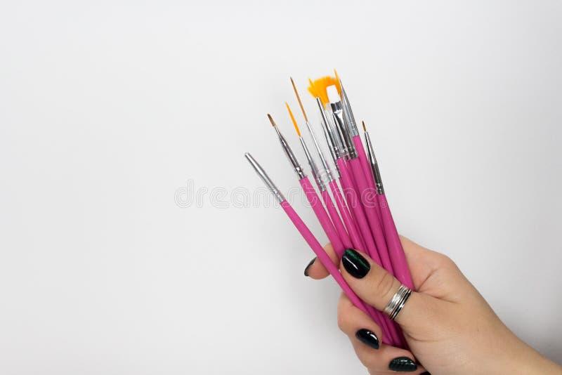 Щетки искусства ногтя на белой предпосылке, искусстве маникюра стоковое фото rf