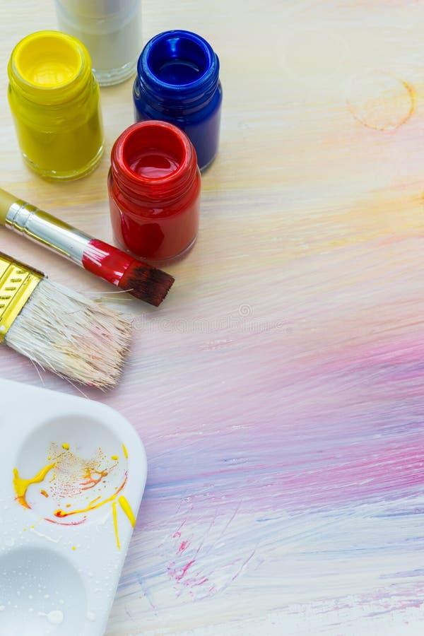 Щетки и краски художника стоковое изображение rf