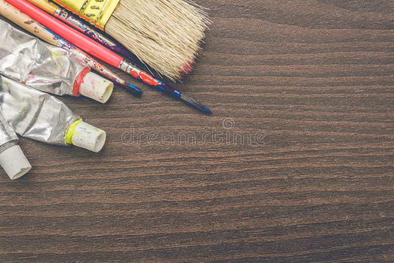 Щетки художников и трубки краски стоковые фото