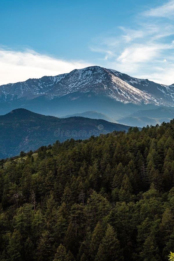 Щуки выступают горную цепь Колорадо-Спрингс стоковая фотография rf