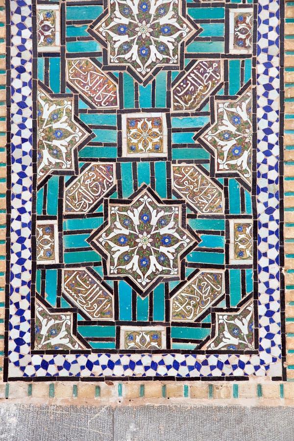 Ые черепицей востоковедные орнаменты на стене святыни стоковые изображения rf