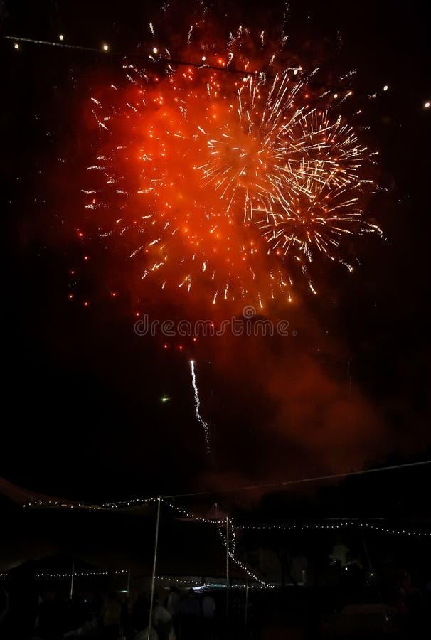 4-ый из дисплея фейерверков в июле яркого красочного стоковая фотография