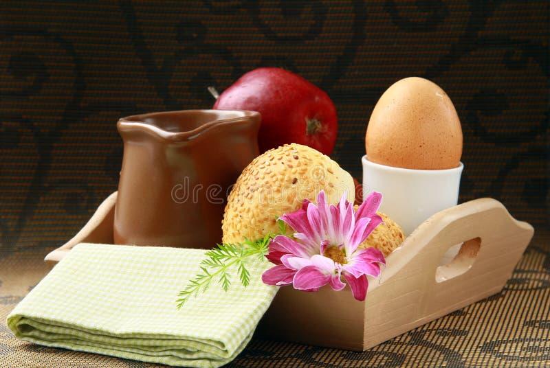 ый сезам молока яичка плюшек завтрака стоковое фото
