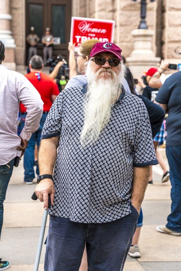 3-ье марта 2018, РАЛЛИ PRO-TRUMP, ОСТИН ТЕХАС - укомплектуйте личным составом с белой бородой активиста Про-козыря PresidentVisit стоковые фото