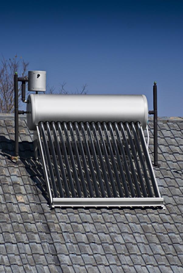 эвакуированная вода пробок стеклянного подогревателя солнечная стоковые изображения rf