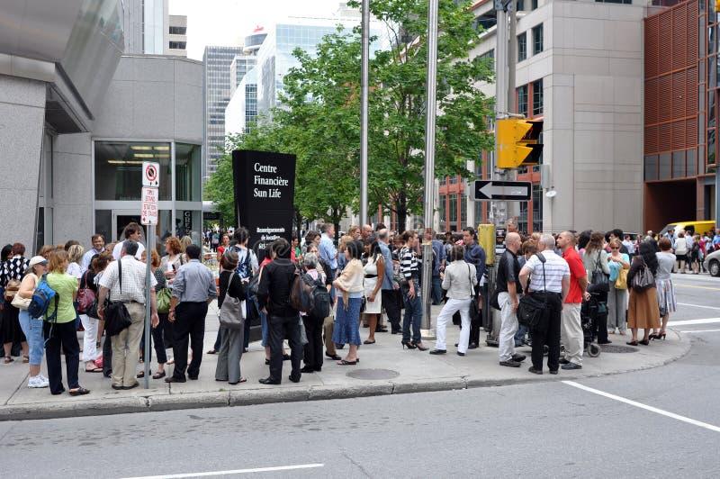 эвакуированные работники офиса стоковое изображение rf