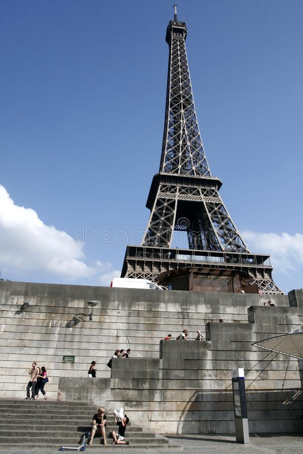 Эйфелеваа башня Парижа стоковые изображения