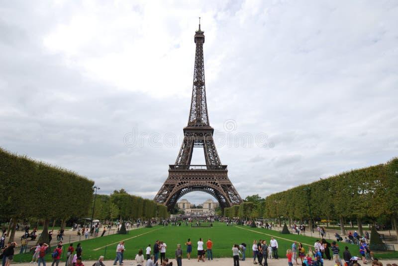 Эйфелева башня, Эйфелева башня, ориентир ориентир, национальная историческая достопримечательность, башня, небо стоковая фотография