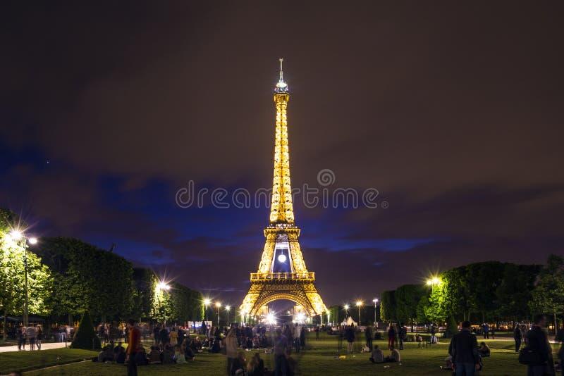 Эйфелеваа башня на ноче стоковые фотографии rf