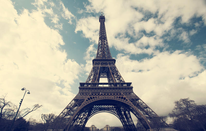 Эйфелева башня - винтажное фото стоковые фотографии rf