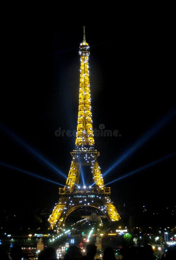 Эйфелева башня в Париже на ноче стоковая фотография rf