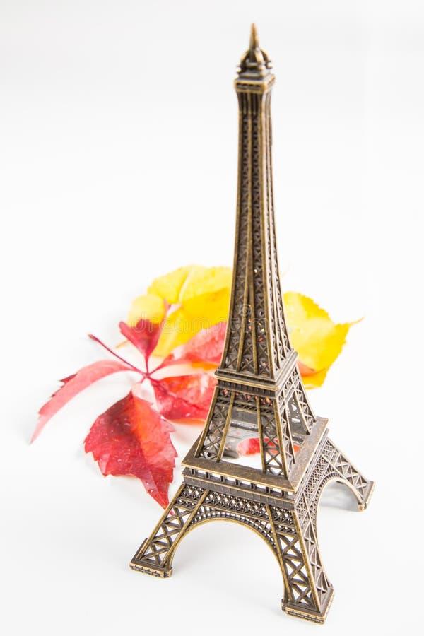 Эйфелева башня и листья стоковое изображение