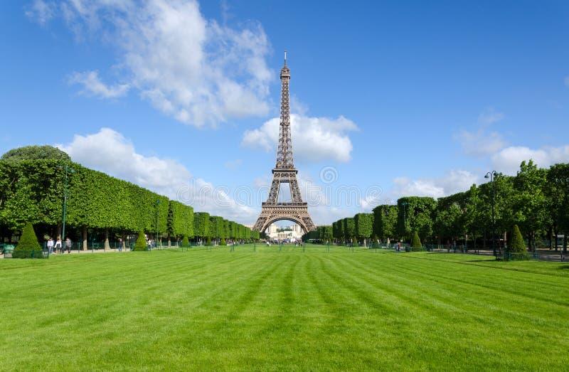 Эйфелева башня на утре в Париже стоковое изображение rf