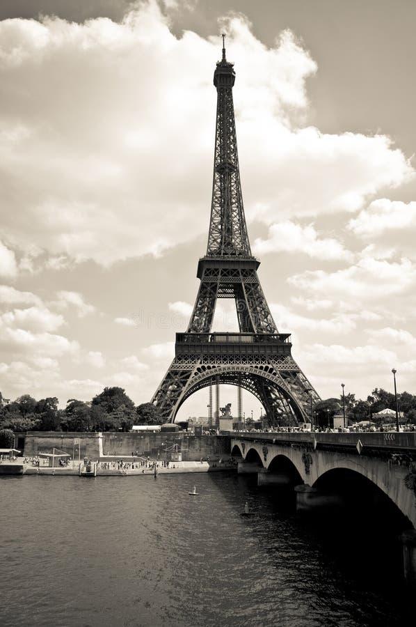эйфелева башня черно-белая картинка