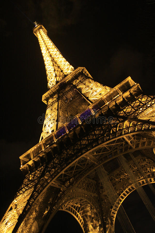 Download Эйфелева башня редакционное фотография. изображение насчитывающей франция - 33737222