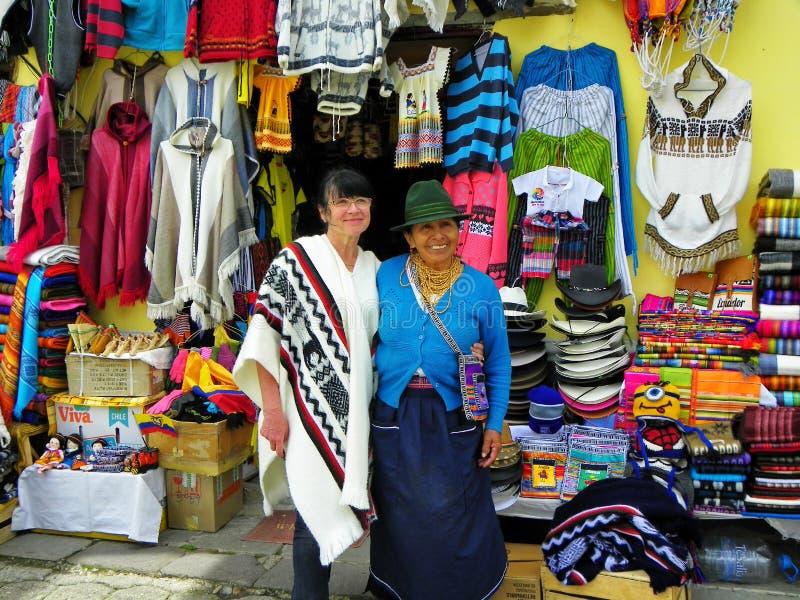 Эквадорский женщин-торговец различных ремесел, эквадор стоковые фото