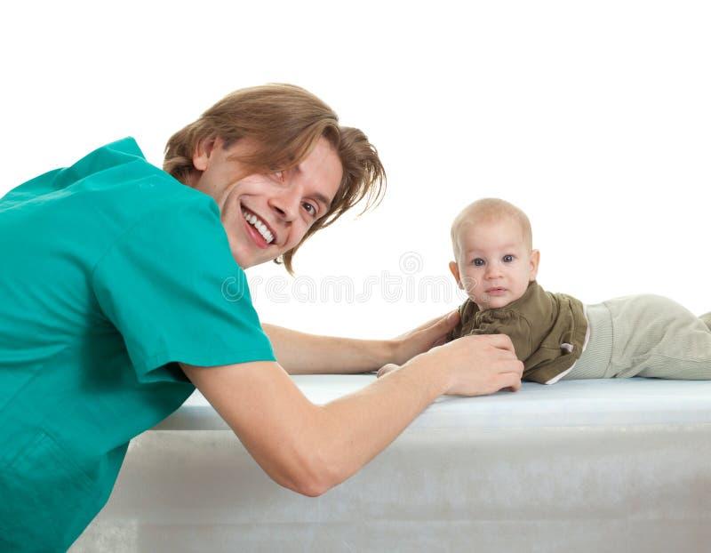 экзамен доктора ребёнка стоковое изображение rf