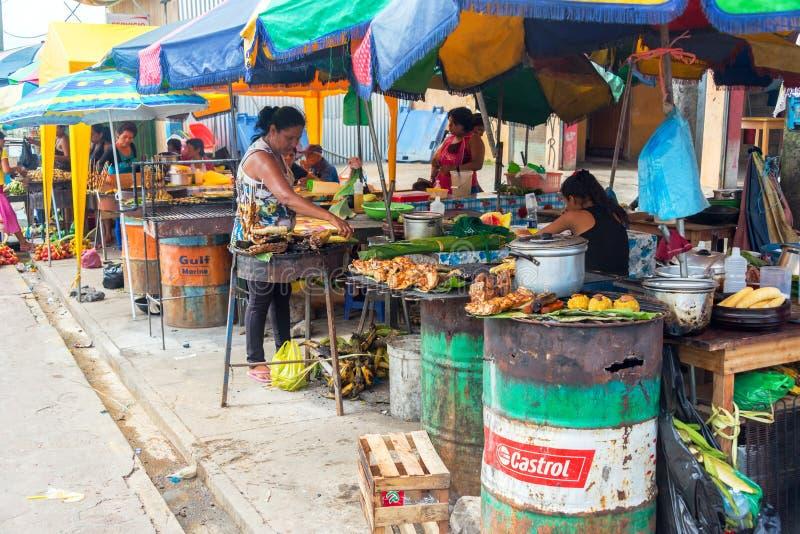 Экзотическая еда в рынке стоковое фото