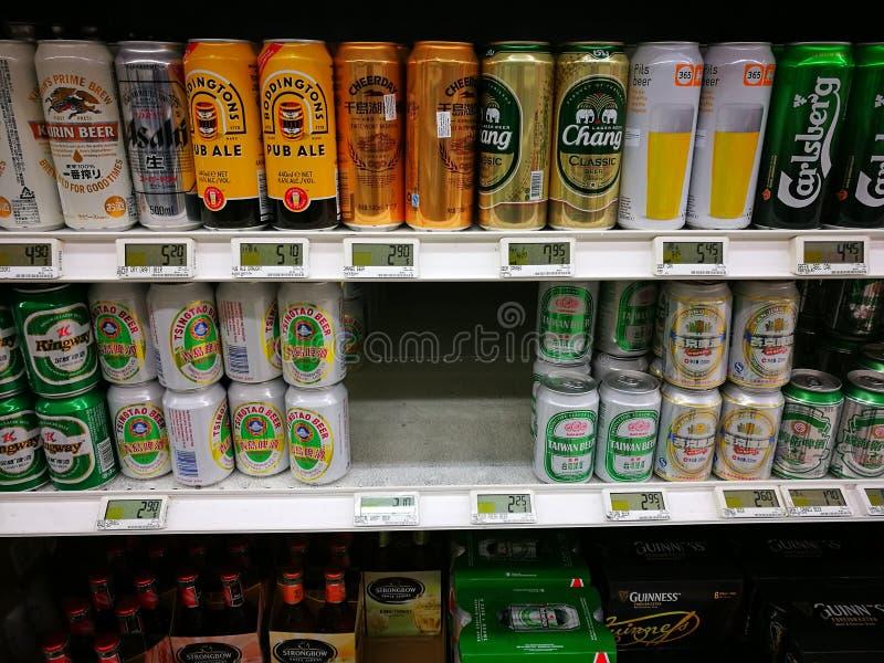 Экзотические азиатские пив в изысканном супермаркете стоковое изображение rf