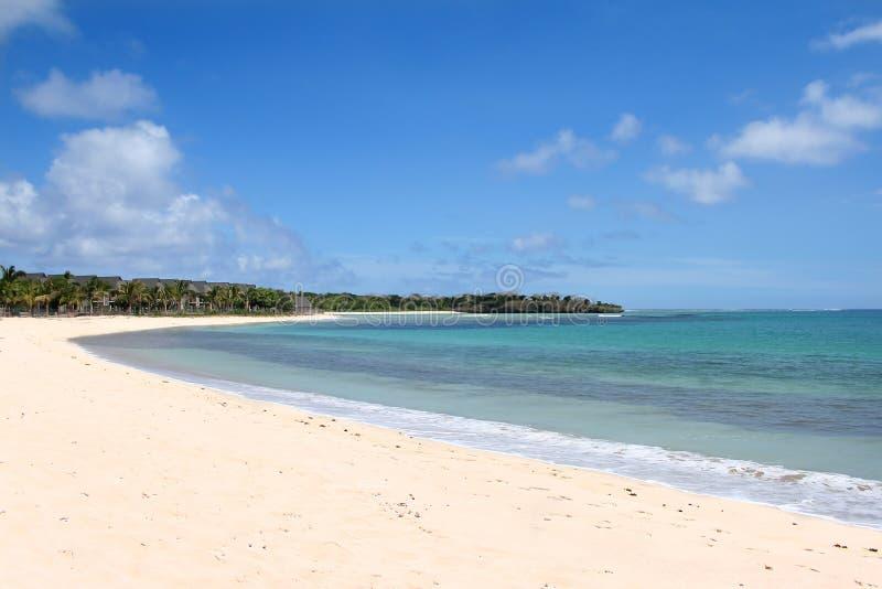 Экзотический белый пляж песка стоковые фото