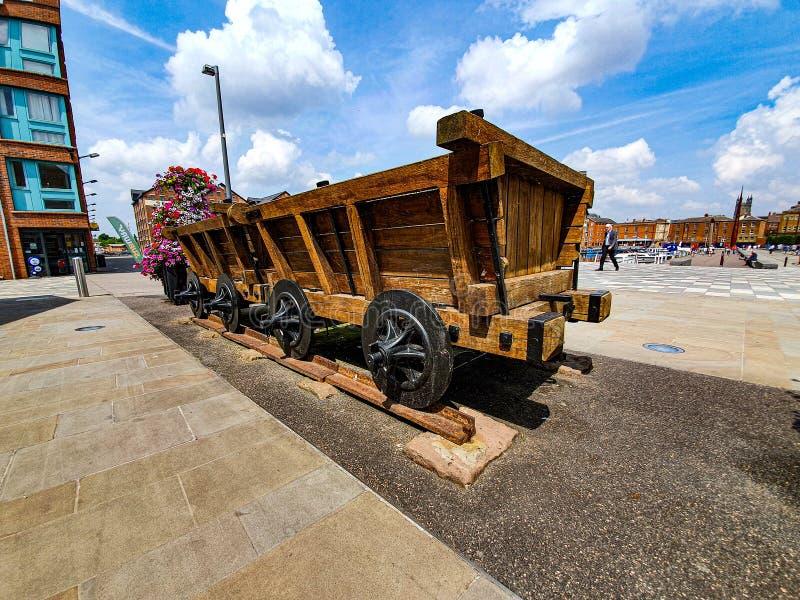 Экипажи поезда на доках стоковое изображение