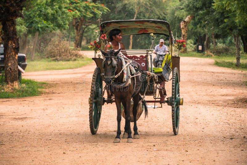 Экипаж лошади для древних храмов путешествует в археологических зоне, ориентире и популярном для достопримечательностей и назначе стоковые изображения rf