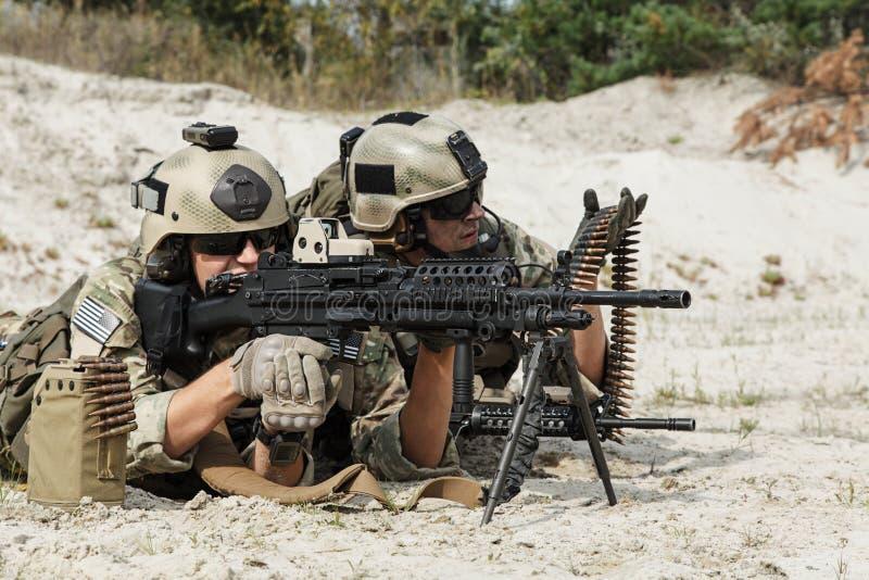 Экипаж ренджеров армии США пулеметный стоковые изображения