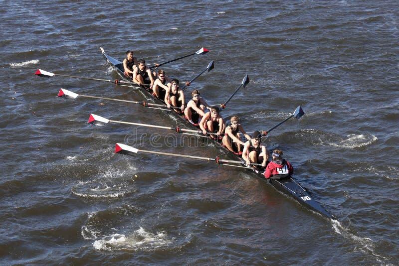 Экипаж rowing общины Westford участвует в гонке в голове молодости Eights ` s людей регаты Чарльза стоковое фото rf