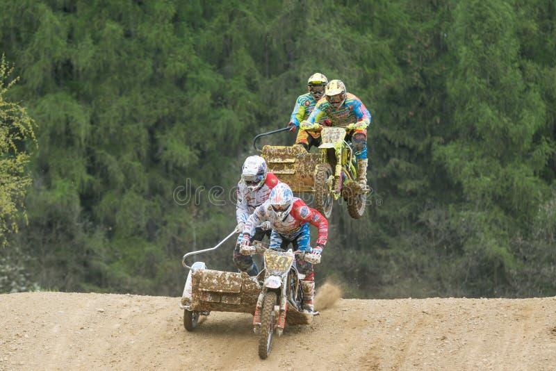 Экипаж 2 sidecars в гонке стоковая фотография rf
