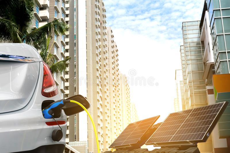 Экологически чистая энергия электрического автомобиля будущее стоковые фотографии rf